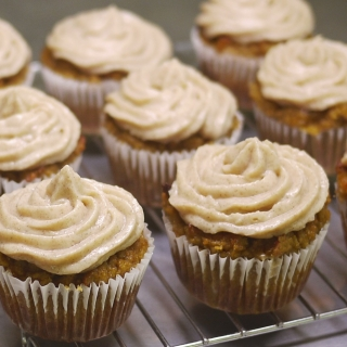 Pumpkin Cupcakes with Cinnamon Cream Cheese Frosting <h6> – Low Carb, Gluten Free, Sugar Free </h6>