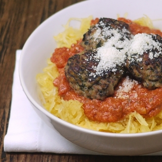 Spaghetti Squash and Meatballs <h6> – Low Carb, Gluten Free, Dairy Free, Paleo</h6>