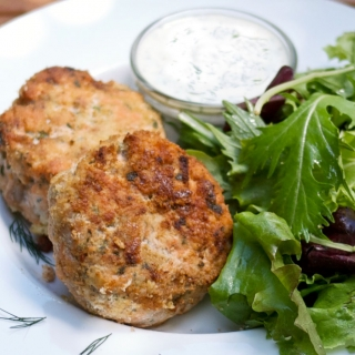 Easy Salmon Cakes with Dill Sauce <h6> – Low Carb, Gluten Free, Sugar Free </h6>